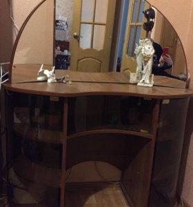 Туалетный столик, трюмо с зеркалом