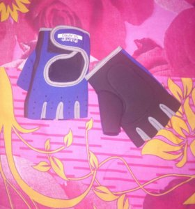 Мужские спортивные перчатки.