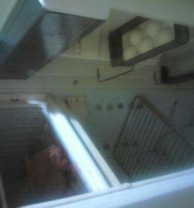 Диван и холодильник рабочий