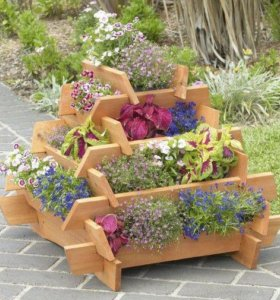 столярные изделия для декорации сада.