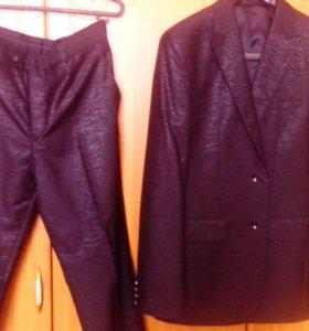 Новый мужской костюм + 3 галстука в Подарок
