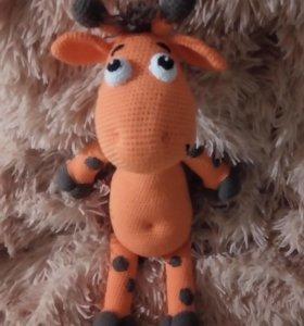 Вязаный жираф игрушка сувенир