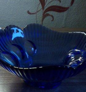 Конфетница стеклянная синяя