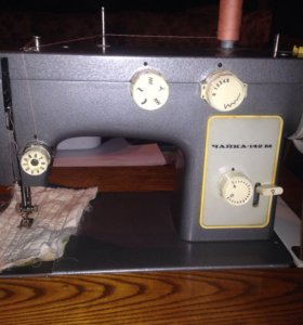 Швейная машина чайка142