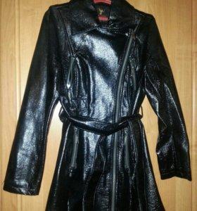 Куртка лаковая размер 48-50