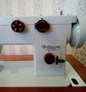 Продаю швейную машину Чайка с тумбой.