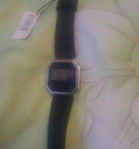 Часы NIXON новые кожаный ремень.