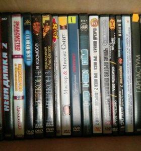 DVD диски с фильмами и сериалами (39 шт.)