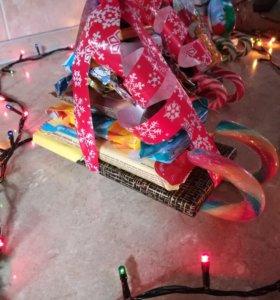 Подарки новогодние, сладкие сани