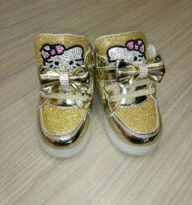 Новые ботиночки на девочку