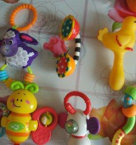 Игрушки для самых маленьких детей.