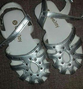 Новые сандали 25 размер