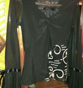 Блуза с открытой спинкой и прозрачными рукавами