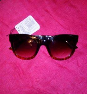 Солнцезащитные очки новые.