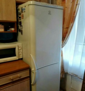 """Холодильник""""Индезит"""""""