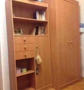 Кровать и два шкафа