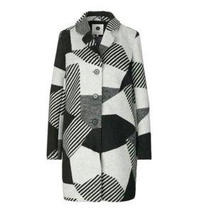Пальто новое женское размер L