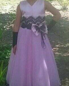 Розовое платье без перчаток (одето один раз)