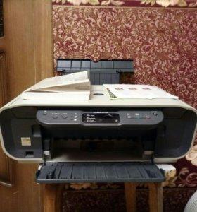 Принтер рабочий на запчасти.