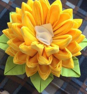Цветы из салфеток на стол