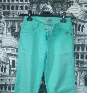 Брюки джинсы мятного цвета