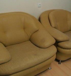 Мебель (диван и 2 кресла)