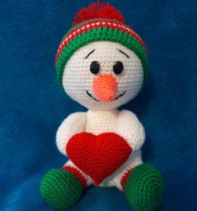Вязаная игрушка снеговик