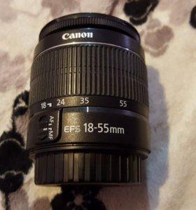 Canon 600D с двумя объективами и вспышкой.
