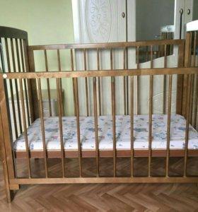 Кроватка для детей с матрасом