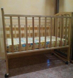 Детская кровать с пружинным матрасом