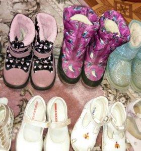 Обувь, много.