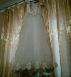 Свадебное платье,фата,перчатки.