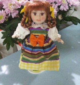 Кукла фарфоровая