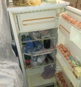 Продам холодильник полюс