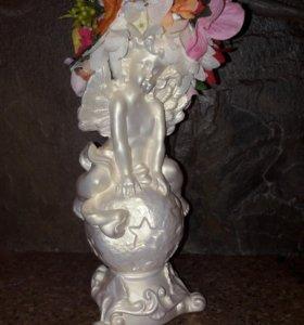 Статуэтка ангелочек на шаре.