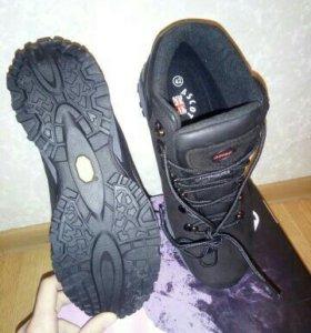 Ботинки трекинговые новые