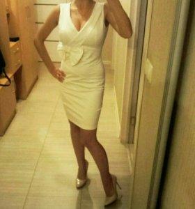 Белоснежное платье.