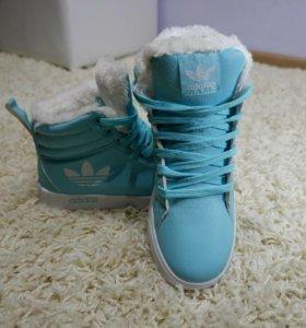 Ботинки,кроссовки зимние новые