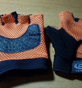 Перчатки- для турника и велосипеда
