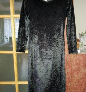 Платье из бархата.