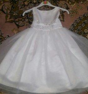 Платье праздничное .