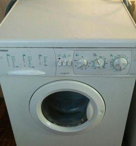 Продам стиральную машину Indezit