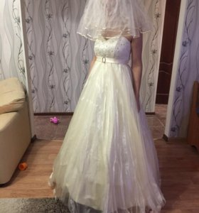 Свадебное платье нежно молочного цвета