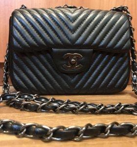 Новая чёрная стёганая сумка Chanel