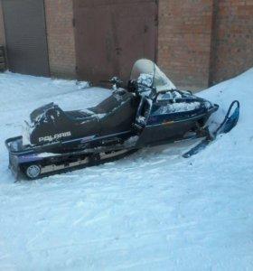 Polaris 500 снегоход с прицепом