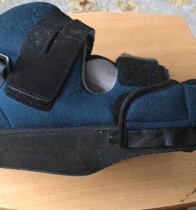 Послеоперационная обувь ортопедическая