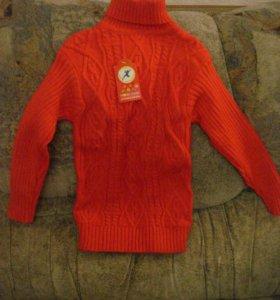 Новый свитер теплый,нарядный.