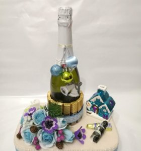 Композиция с игристым вином шоколадом и конфетами