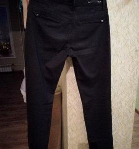 Брюки-джинсы для молодого человека.