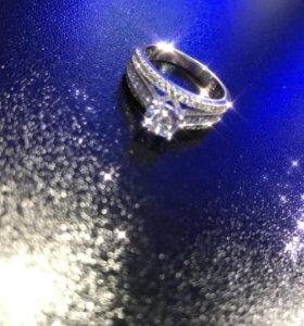 Серебряное кольцо,камни циркон